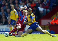 Fotball<br /> England 2004/2005<br /> Foto: SBI/Digitalsport<br /> NORWAY ONLY<br /> <br /> Crystal Palace v Southampton<br /> Barclays Premiership. 07/05/2005<br /> <br /> Aki Riihilahti of Palace tussles for the ball with Nigel Quashie of Southampton