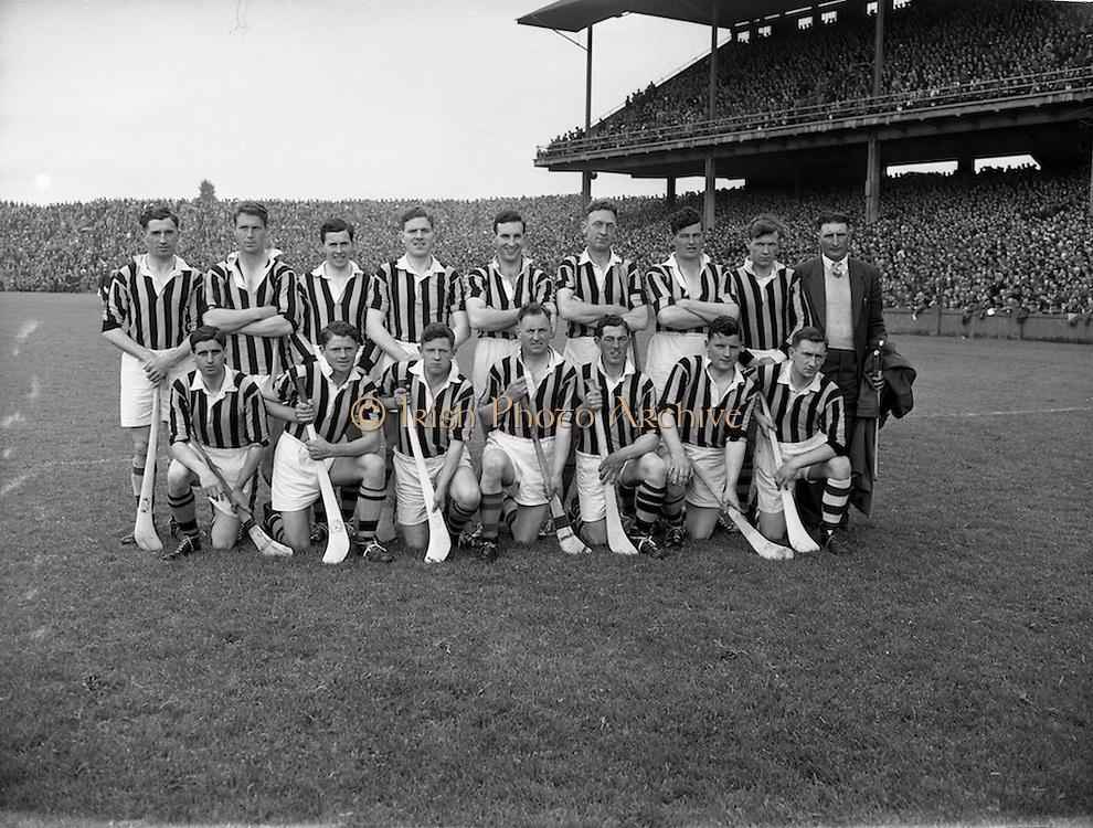12/05/1957<br /> 05/12/1957<br /> 12 May 1957<br /> National Hurling League Finals: Kilkenny v Tipperary at Croke Park, Dublin. Kilkenny Team.