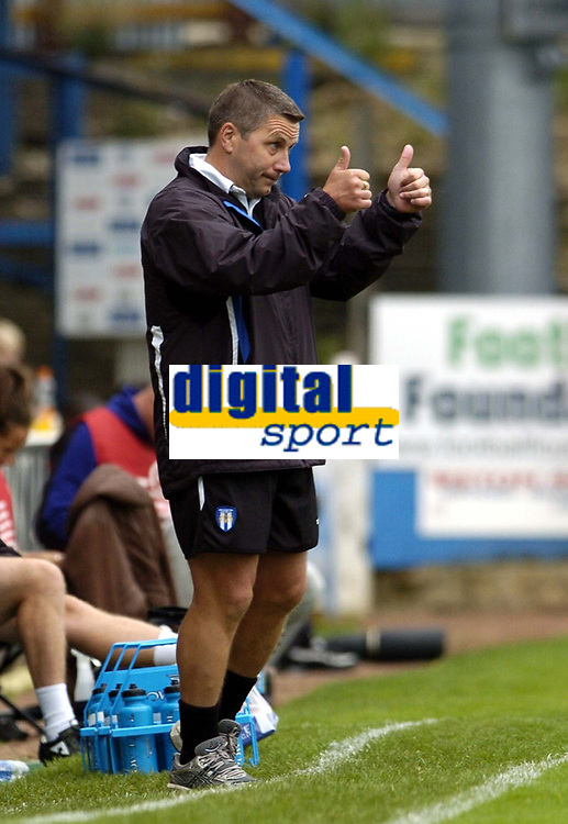 Photo: Olly Greenwood.<br />Colchester United v Derby County. Coca Cola Championship. 26/08/2006. Colchester United manager Geraint Williams gives the thumbs up