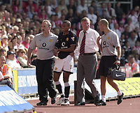 Copyright Sportsbeat Images. 01494 783165<br />Picture: Henry Browne<br />Date: 31/08/2003<br />Southampton v Manchester United FA Barclaycard Premiership<br />Alex Ferguson looks worried as Kleberson goes off with an arm injury