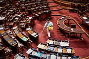 20210601/ Javier Calvelo - adhocFOTOS/ URUGUAY/ MONTEVIDEO/ Palacio Legislativo - Cámara de Diputados/ Se trataron varios auntos en Diputados uno de ellos fue un proyect sobre telemedicina y otro por un asunto politico presentado por el Partido Nacional sobre el informe por el canal estatal aleman DW sobre la libertad de prensa en Uruguay.<br /> En la foto:  Receso, para la sanitización contra el coronavirus, durante la sesión en Cámara de Diputados del Palacio Legislativo. Foto: Javier Calvelo / adhocFOTOS