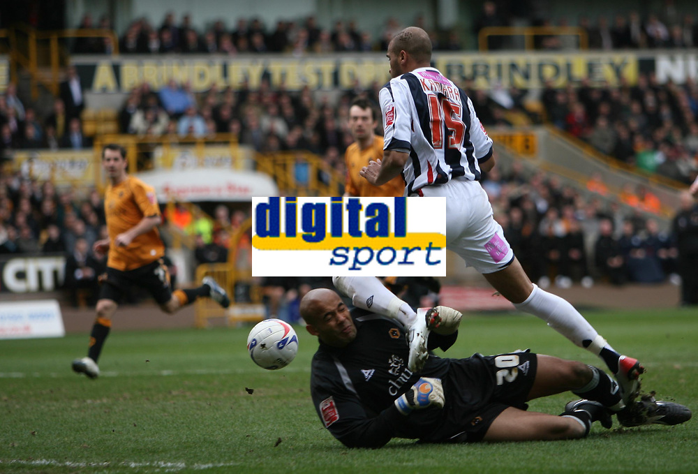 Photo: Rich Eaton.<br /> <br /> Wolverhampton Wanderers v West Bromwich Albion. Coca Cola Championship. 11/03/2007. Matt Murray the Wolves keeper makes a second half save from Diomansy Kamara