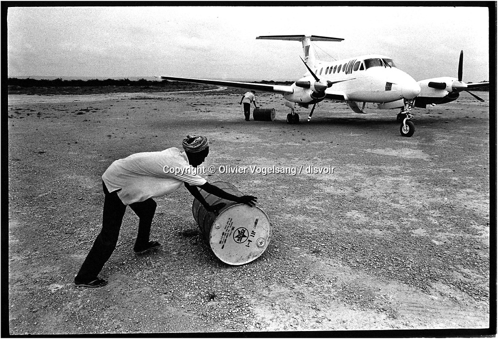 Somalia. Barderda. Eastern Africa, bordering the Gulf of Aden and the Indian Ocean, east of Ethiopia. Numerous warlords and factions are still fighting for control of Mogadishu and the other southern regions. Suspicion of Somali links with global terrorism complicate the picture.  After eleven rainy weeks, the vast plain between rivers Juba and Shebelle is submerged. These rains have made the movement of 230 ' 000 persons.