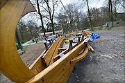 Nederland, Heilig Landstichting, 23-12-2014 Replica van een Romeins schip, de  Liburna. Het is een boot die in de romeinse tijd, oudheid, op de rivieren voer. Gebouwd op de scheepswerf Bodewes in Millingen aan de Rijn in het kader van een leer-werkproject voor werkloze jongeren. Vanwege de sluiting van de werf is de boot naar museum, museumpark Orientalis in de Heilig Landstichting gebracht. Vrijwilligers maken het schip klaar voor de winter waarna in het voorjaar een overkapping gemaakt wordt.FOTO: FLIP FRANSSEN/ HOLLANDSE HOOGTE