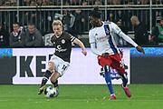 Fuusball: 2. Bundesliga, FC St. Pauli - Hamburger SV 2:0, Hamburg, 16.09.2019<br /> Mats Moeller-Daehli (Pauli, l.) - Gideon Jung (HSV)<br /> © Torsten Helmke
