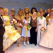 NLD/Utrecht/20060909 - Premiere The Wiz, cast, met oa Maria van der Hoeven en Frits Sissing