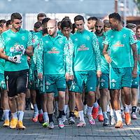 15.09.2020, Trainingsgelaende am wohninvest WESERSTADION - Platz 12, Bremen, GER, 1.FBL, Werder Bremen Training<br /> <br /> <br /> Die Mannschaft kommt zu Training .li Stefanos Kapino (Werder Bremen #27)<br /> Davy Klaassen (Werder Bremen #30)<br /> Marco Friedl (Werder Bremen #32)<br /> Davie Selke  (SV Werder Bremen #09)<br /> <br /> <br /> <br /> Foto © nordphoto / Kokenge