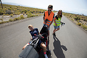Aniek Rooderkerken stapt uit de VeloX 7. In Battle Mountain, Nevada, oefent het team op een weggetje. Het Human Power Team Delft en Amsterdam, dat bestaat uit studenten van de TU Delft en de VU Amsterdam, is in Amerika om tijdens de World Human Powered Speed Challenge in Nevada een poging te doen het wereldrecord snelfietsen voor vrouwen te verbreken met de VeloX 7, een gestroomlijnde ligfiets. Het record is met 121,44 km/h sinds 2009 in handen van de Francaise Barbara Buatois. De Canadees Todd Reichert is de snelste man met 144,17 km/h sinds 2016.<br /> <br /> With the VeloX 7, a special recumbent bike, the Human Power Team Delft and Amsterdam, consisting of students of the TU Delft and the VU Amsterdam, wants to set a new woman's world record cycling in September at the World Human Powered Speed Challenge in Nevada. The current speed record is 121,44 km/h, set in 2009 by Barbara Buatois. The fastest man is Todd Reichert with 144,17 km/h.