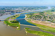 Nederland, Gelderland, Nijmegen, 29-05-2019; Nijmegen en Veur-Lent, zicht op de nieuw aangelegde hoogwatergeul, de Spiegelwaal.<br /> Nijmegen and Veur-Lent, view of the newly constructed high water channel, the Spiegelwaal.<br /> <br /> luchtfoto (toeslag op standard tarieven);<br /> aerial photo (additional fee required);<br /> copyright foto/photo Siebe Swart