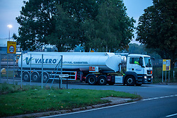 © Licensed to London News Pictures. 26/09/2021. Kingsbury, Warwickshire, UK. The scene as dawn breaks on a Sunday morning outside Kingsbury fuel depot, the main fuel distribution site in the Midlands. Pictured a Valero fuel tanker leaves the Kingsbury site. Photo credit: Dave Warren / LNP
