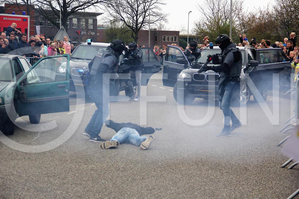 OMMEN - 112 dag<br /> Arrestatie team aan het werk<br /> FFU PRESS AGENCY COPYRIGHT Harry Kruiper