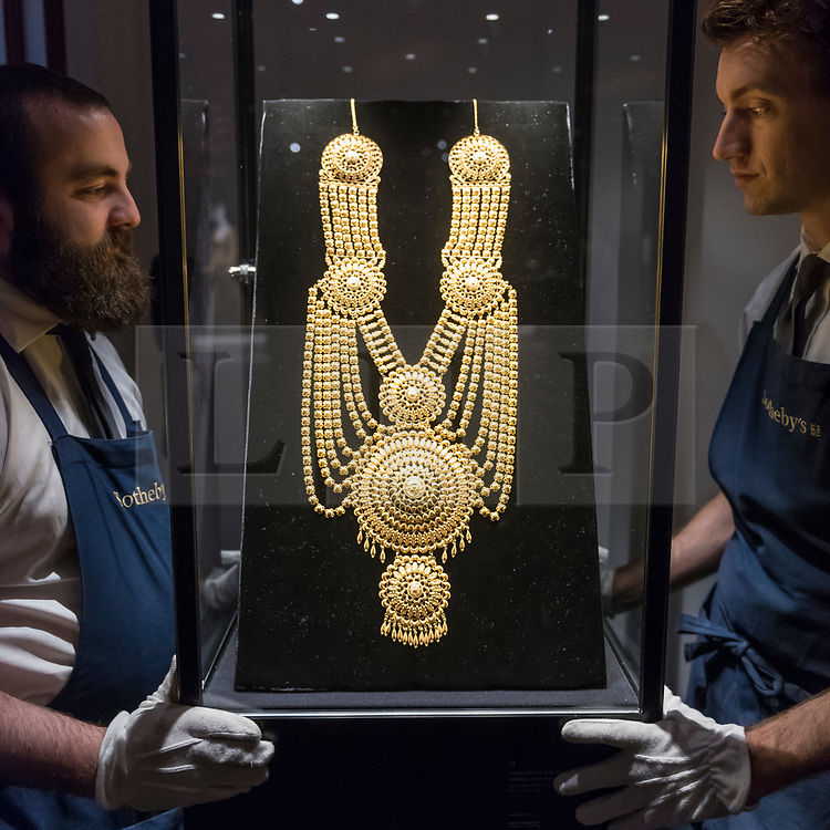 """© Licensed to London News Pictures. 25/10/2019. LONDON, UK. Technicians present """"A garland-type gold necklace, probably South India"""" (Est. GBP20-30k).  Preview of """"GOLD: The Midas Touch"""" at Sotheby's in New Bond Street.  Artworks spanning six centuries dedicated to gold will be offered for sale on 29 October.  Photo credit: Stephen Chung/LNP"""