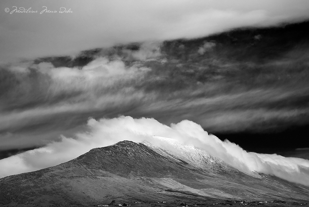 Knock na d'Tobar Cahersiveen in Winter on a cloudy day, Ring of Kerry, Ireland / ch214