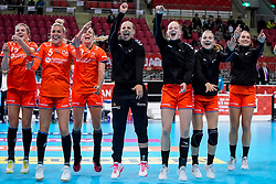 06-12-2019 JAP: Norway - Netherlands, Kumamoto<br /> Last match groep A at 24th IHF Women's Handball World Championship. / The Dutch handball players won in an exciting game of fear gegner Norway and wrote in the last group match at the World Handball  World Championship history (30-28). / Merel Freriks #19 of Netherlands, Jessy Kramer #5 of Netherlands, Danick Snelder #10 of Netherlands, Rinka Duijndam #30 of Netherlands, Dione Housheer #27 of Netherlands, Bo van Wetering #12 of Netherlands, Larissa Nüsser #9 of Netherlands