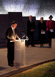 © licensed to London News Pictures. ANZAC MEMORIAL, LONDON, UK  25/04/11. New Zealand Prime Minister, John Key, delivers a talk in front of the Australian War Memorial at Hyde Park Corner. Thousands gathered at a dawn service at the Australian and New Zealand War Memorials in London today to remember the fallen soldiers of those countries as part of Anzac Day. Please see special instructions for usage rates. Photo credit should read Matt Cetti-Roberts/LNP