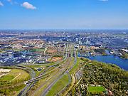 Nederland, Noord-Holland, Amsterdam; 17-04-2021; Zuidas, knooppunt de Nieuwe Meer gezien naar de Zuidas. Midden links Schinkelkwartier / Schinkelhaven, midden Schinkelbruggen, rechts de Nieuwe Meer. Rechtsonder Tuinpark Ons Buiten.<br /> Zuidas, the Nieuwe Meer junction towards the Zuidas. Middle left Schinkelkwartier / Schinkelhaven, in the middle Schinkel bridges, to the right the Nieuwe Meer. Bottom right Tuinpark Ons Buiten.<br /> <br /> luchtfoto (toeslag op standaard tarieven);<br /> aerial photo (additional fee required)<br /> copyright © 2021 foto/photo Siebe Swart
