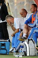FOOTBALL - FRENCH CHAMPIONSHIP 2010/2011 - L1 - VALENCIENNES FC v OLYMPIQUE DE MARSEILLE - 14/08/2010 - PHOTO JEAN MARIE HERVIO / DPPI - DESPAIR DIDIER DESCHAMPS (COACH OM)