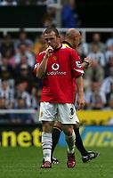 Fotball<br /> England 2005/2006<br /> Foto: SBI/Digitalsport<br /> NORWAY ONLY<br /> <br /> FA Barclays Premiership<br /> Newcastle United v Manchester United<br /> 28th August, 2005<br /> <br /> Manchester United's Wayne Rooney sucks his finger.