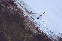 THEMENBILD - grüne und mit schneebedeckte Wiese mit einer Seilbahn, aufgenommen am 30. November 2018 in Kaprun, Österreich // green and snow-covered meadow with a cable car, Kaprun, Austria on 2018/11/30. EXPA Pictures © 2018, PhotoCredit: EXPA/ JFK