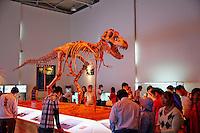 Mongolie, Oulan Bator, squelette de dinosaure exposee sur la place Sukhbaatar // Mongolia, Ulan Bator, dinosaur skeleton (Tyrannosaurus) exposed in Sukhbaatar square
