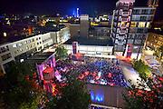 Nederland, The Netherlands, 21-7-2015Recreatie, ontspanning, cultuur, dans, theater en muziek in de binnenstad. Het podium op het vernieuwde Plein44 van bovenaf.Een van de tientallen feestlocaties in de stad. Onlosmakelijk met de vierdaagse, 4daagse, zijn in Nijmegen de vierdaagse feesten, de zomerfeesten. Talrijke podia staat een keur aan artiesten, voor elk wat wils. Een week lang elke avond komen ruim honderdduizend bezoekers naar de stad. De politie heeft inmiddels grote ervaring met het spreiden van de mensen, het zgn. crowd control. De vierdaagsefeesten zijn het grootste evenement van Nederland en verbonden met de wandelvierdaagse. Foto: Flip Franssen/Hollandse Hoogte