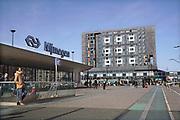 Nederland, Nijmegen, 12-3-2017Flatgebouw met studentenkamers van de SSHN, stichting studentenhuisvesting nijmegen. Onder de appartementen bevindt zich poppodium Doornroosje.n Het gebouw ligt naast het treinstation van de stad.Foto: Flip Franssen