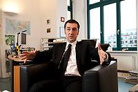 05 JAN 2012, BERLIN/GERMANY:<br /> Cem Oezdemir, B90/Gruene Bundesvorsitzender, waerhend einem Interview, in seinem Buero, Bundesgeschaeftsstelle Buendnis 90 / Die Gruenen<br /> IMAGE: 20120105-01-018<br /> KEYWORDS: Cem Özdemir, Büro