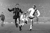 Fotball<br /> Inter Milan<br /> Foto: imago/Digitalsport<br /> NORWAY ONLY<br /> <br /> 20.10.1971<br /> Berti Vogts (re., Gladbach) gegen Sandro Mazzola (Inter) - der 7:1 Sieg der Gladbacher wurde aufgrund eines Büchsenwurfes später annullier