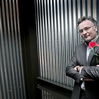 Nederland, Hilversum , 26 november 2009.<br /> Het boek De Prooi van journalist Jeroen Smit, dat gaat over de overnamestrijd rond ABN Amro, heeft gisteren van de Vlaams-Nederlandse Vereniging van Onderzoeksjournalisten (VVOJ) een prijs voor beste onderzoeksjournalistiek gekregen.<br /> publicist, dagvoorzitter, presentator (onder meer bij BNR en televisierubriek Nova)<br /> 2003 - 2007<br /> presentator BNR-radioprogramma Mediazaken, Marktveroveraars en BNR Laat<br /> 2004<br /> presentator Teleacserie 'Welvaart 2025, de fantasie van…'<br /> 2003 - 2004<br /> Boek Het Drama Ahold (inmiddels elfde druk)<br /> 2003<br /> Vooor KRO TVprogramma Reporter de documentaire' Keizer Cees'<br /> 1998 - 2002<br /> Hoofdredacteur/uitgever FEM/DeWeek<br /> Foto:Jean-Pierre Jans
