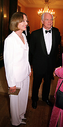 TV Presenter ANNA FORD and her fiance MR DAVID SCOTT<br />  at a dinner in London on 23rd May 2000.OEL 70