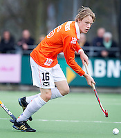 LAREN - Bloemendaal speler Tim Jenniskens, zondag tijdens de hoofdklasse competitiewedstrijd mannen tussen Laren en Bloemendaal (1-4). COPYRIGHT KOEN SUYK