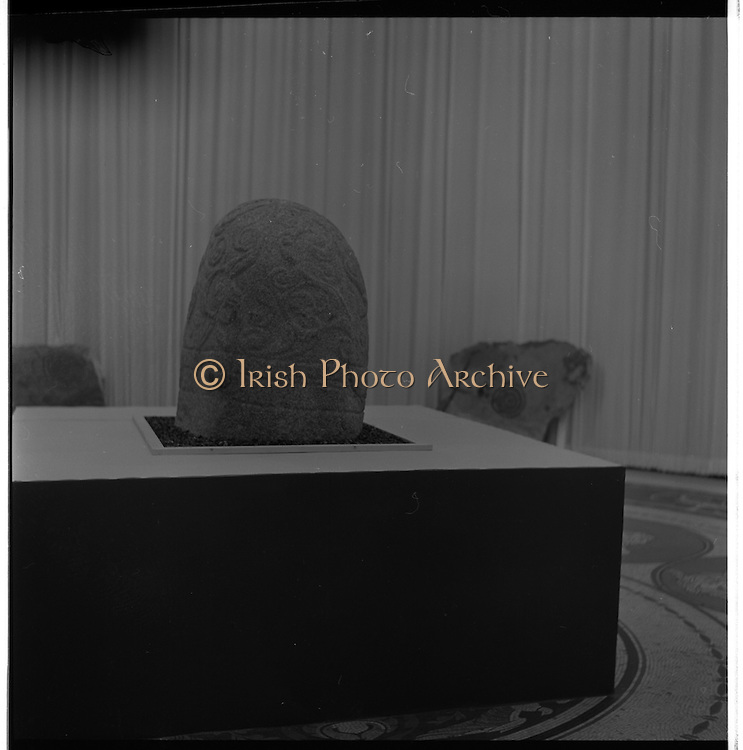 14/11/1967<br /> 11/14/1967<br /> 14 November 1967<br /> ROSC 1967 Exhibition at the National Museum. The exhibition of Celtic Art held at the National Museum, Kildare Street in connection with the ROSC Exhibition of Modern Art was opened to the public on Tuesday.   Picture shows the exhibition of anciect Irish stone carvings in the Museum, with the Stone of Turoe from Galway in the centre.