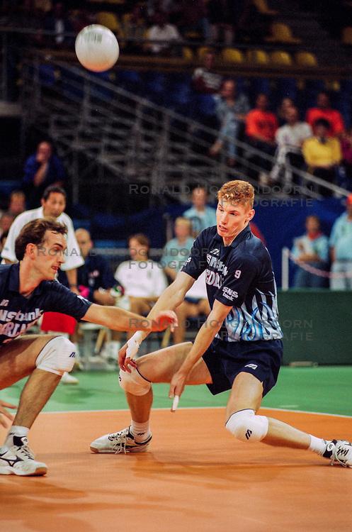 1997 NED: Volleybal Europese Kampioenschap, Nederland<br /> In Den Bosch en Eindhoven zorgt Nederland voor een nieuwe stunt, Europees Kampioen / Peter Blange, Bas van de Goor