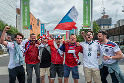 © Licensed to London News Pictures. 22/06/2021. LONDON, UK. Czech and England fans share friendly banter ahead of the Euro 2020 Group D match between Czech Republic and England at Wembley Stadium.  Wembley Stadium will host the semi-finals and final with 75% capacity being allowed per the UK government, which equates to just over 60,000 spectators, the most allowed at a major sporting event since the pandemic began.  Photo credit: Stephen Chung/LNP