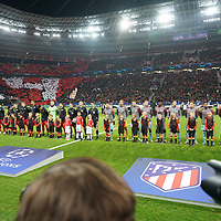 06.11.2019, BayArena, Leverkusen, Championsleague, Vorrunde, 4. Spieltag, GER, UEFA  CL, Bayer 04 Leverkusen (GER) vs. Atletiko Madrid (ESP),<br />  <br /> UEFA regulations prohibit any use of photographs as image sequences and/or quasi-video<br /> <br /> im Bild / picture shows: <br /> die Mannschaften sind eingelaufen <br /> <br /> Foto © nordphoto / Meuter<br /> <br /> <br /> <br /> Foto © nordphoto / Meuter