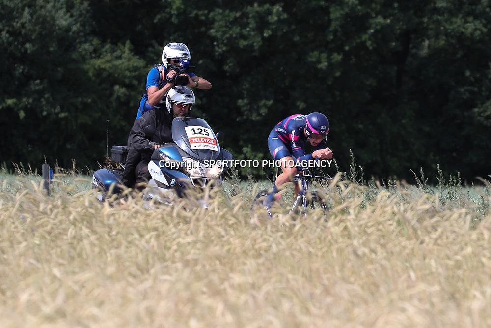 21-06-2017: Wielrennen: NK Tijdrijden: Montferland  s-Heerenberg (NED) wielrennen  <br /> Beloften <br /> Julius vna der Berg (Purmerend) onderweg naar de titel