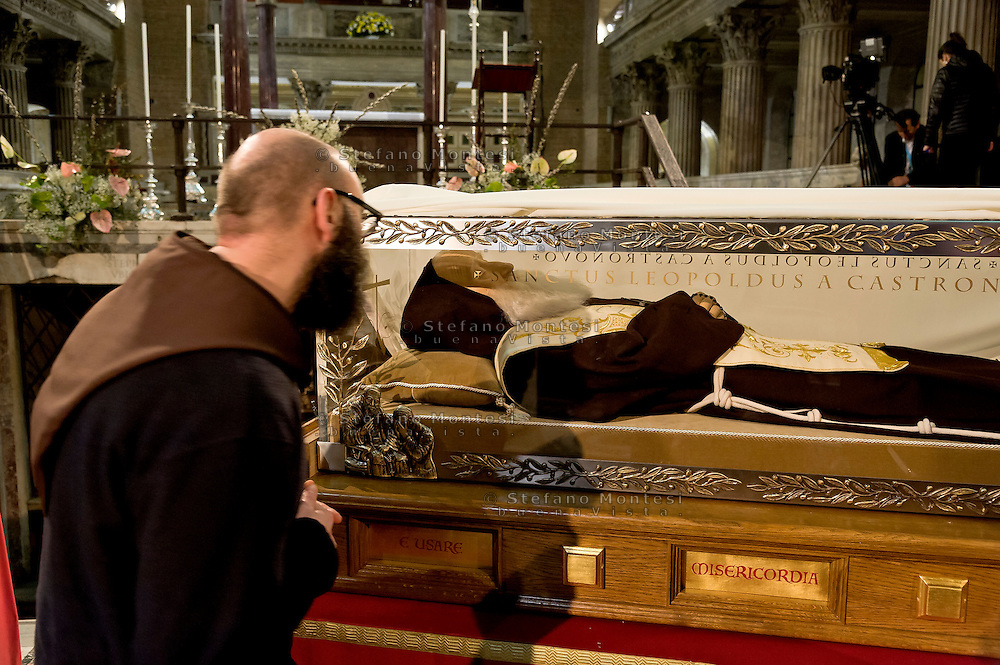 Rome, Italy. 3th Febraury 2016<br /> The relic of St. Leopold Mandic, from Padua in the Basilica of San Lorenzo Fuori le mura awaiting the arrival of St. Pio of Pietrelcina. The two Saints were called to Rome by Pope Francis as symbols of the Mercy Jubilee.