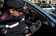 Polizia con l'identikit di uno degli attentatori (Abdeslam Salah) della strage di Parigi in Piazza San Pietro. Roma 16 Novembre 2015. Daniele Stefanini per L'Espresso / OneShot