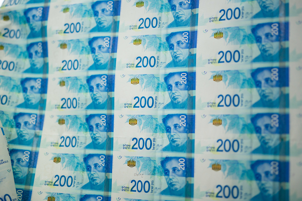Sheets of the new 200 Israeli Shekel bill are presented following a press conference in Jerusalem, Israel, on December 16, 2015.