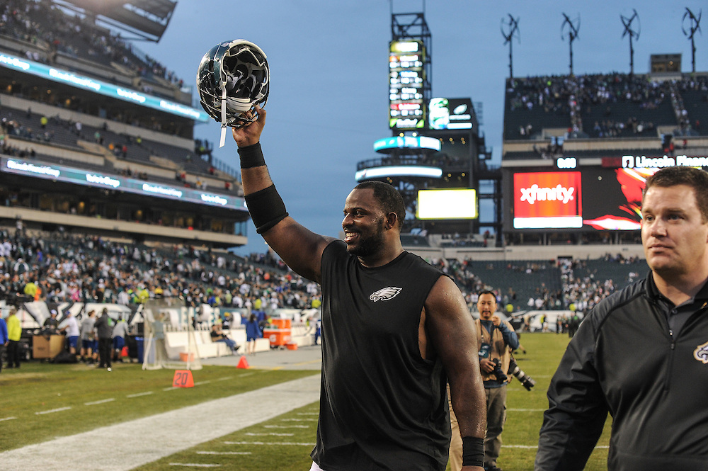 Philadelphia Eagles defensive end Fletcher Cox (91) acknowledges the crowd after the game against the Buffalo Bills at Lincoln Financial Field on Dec 13, 2015 in Philadelphia, Pa. (Photo by John Geliebter/Philadelphia Eagles)