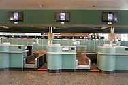 Aeroporto di Malpensa: sportelli del chech-in chiusi per sciopero. Malpensa Airport: doors closed for the chech-in strike.