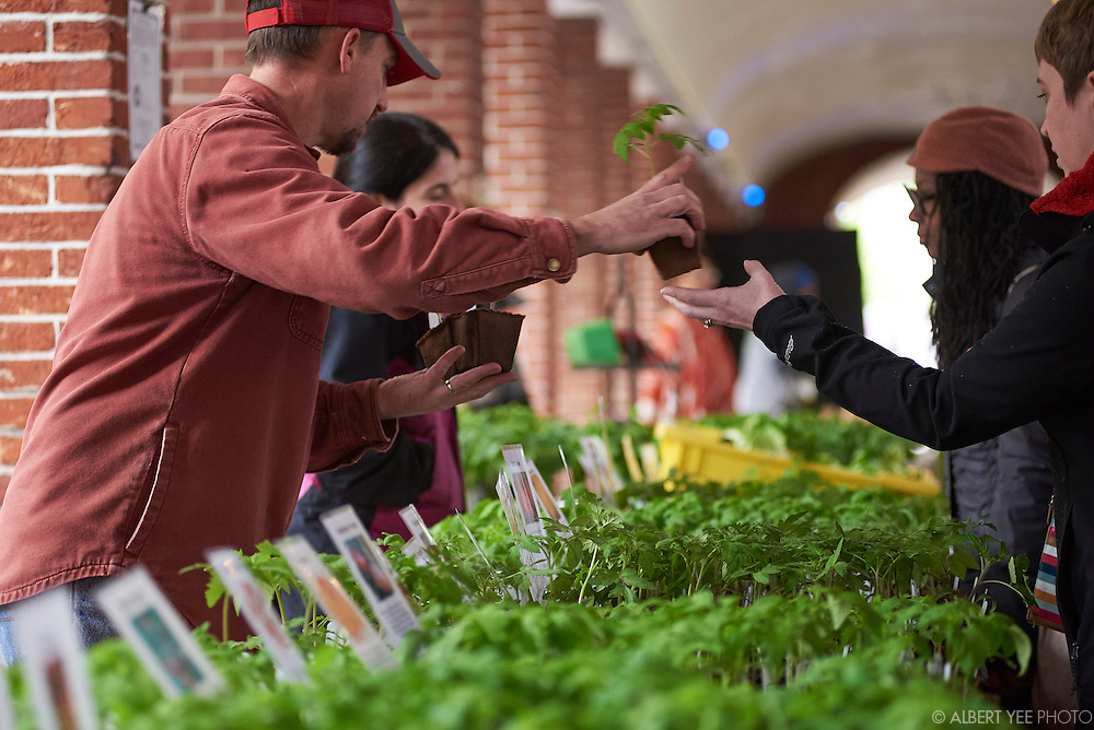 The Food Trust's Headhouse Square Farmers Market<br /> May 1, 2016