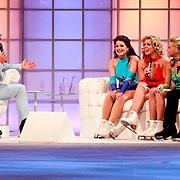 NLD/Hilversum/20110326 - 9de Liveshow Sterren Dansen op het IJs, Michael Boogerd, Monique Smit, Jenny Smit en Sieneke Peeters op de bank bij Gerard Joling