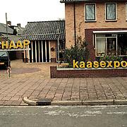 Neon reclame Schaap kaas geplaatst bij directeur Schaap Dr. de Visserlaan