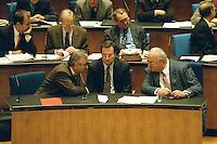 """05 FEB 1998, BONN/GERMANY:<br /> Theo Waigel, CSU, Bundesfinanzminister, Klaus Kinkel, FDP, Bundesaußenminister, Helmut Kohl, CDU, Bundeskanzler, Debatte """"Nichtraucherschutz"""", Deutscher Bundestag<br /> IMAGE: 19980206-03/01-27"""