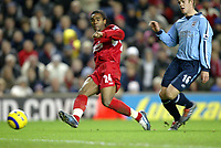 Fotball<br /> Premier League 2004/05<br /> Liverpool v Southampton<br /> 28. desember 2004<br /> Foto: Digitalsport<br /> NORWAY ONLY<br /> Florent Sinama-Pongolle scores the opening goal of the game