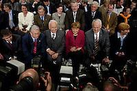09 APR 2005 OBERHAUSEN/GERMANY:<br /> Peter Mueller, CDU, Ministerpraesident Saarland, Roland Koch, CDU, Ministerpraesident Hessen, Edmund Stoiber, CSU, Ministerpraesident Bayern, Angela Merkel, CDU Bundesvorsitzende, Juergen Ruettgers, CDU, Landesvorsitzender und Spitzenkandidat der CDU NRW, und seine Ehefrau Angelika Ruettgers, (v.L.n.R.), umlagert von Fotografen, vor Beginn der Wahlkampfauftaktveranstaltung zur Landtagswahl in Nordrhein-Westfalen, Koenig-Pilsener-Arena<br /> IMAGE: 20050409-01-005<br /> KEYWORDS: Jürgen Rüttgers, Peter Müller