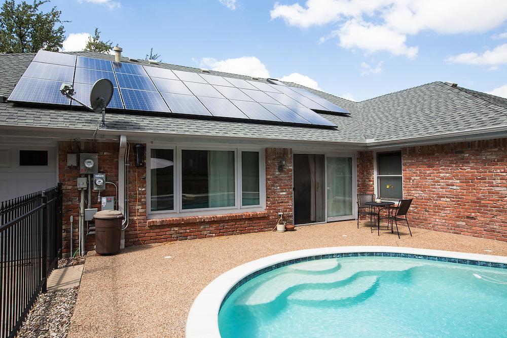 Solar pannels on a home in Arlington Texas.