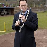 Opening nieuwe tribune HCAW Bussum, burgemeester Milo Schoenmaker