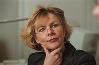 19 JAN 2001, BERLIN/GERMANY:<br /> Margareta Wolf, Parl. Staatssekretaerin beim Bundeswirtschaftsministerium, waehrend einem Interview, in ihrem Buero, Bundeswirtschaftsministerium<br /> IMAGE: 20010119-02/01-09<br /> KEYWORDS: Staatssekretärin, Büro